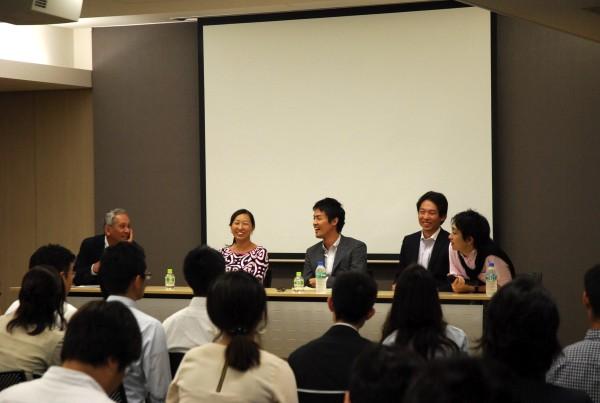 フローレンス駒崎さん、Teach For Japan松田さん、クロスフィールズ小沼さん、ヒューマン・ライツ・ウォッチ趙さん、そして米倉先生が登壇したパネルディスカッションJPG