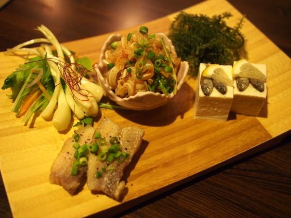 沖縄の食材をふんだんに使った盛り合わせ