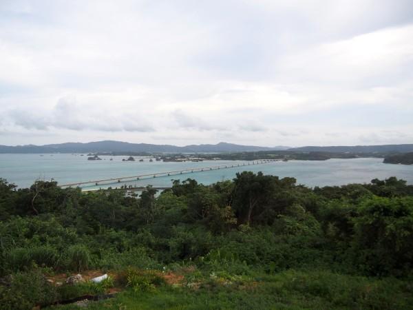 古宇利島の高台から望む古宇利大橋