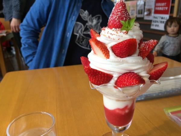 山元いちご農園「Berry Very Labo(ベリーベリーラボ)」のいちごパフェ