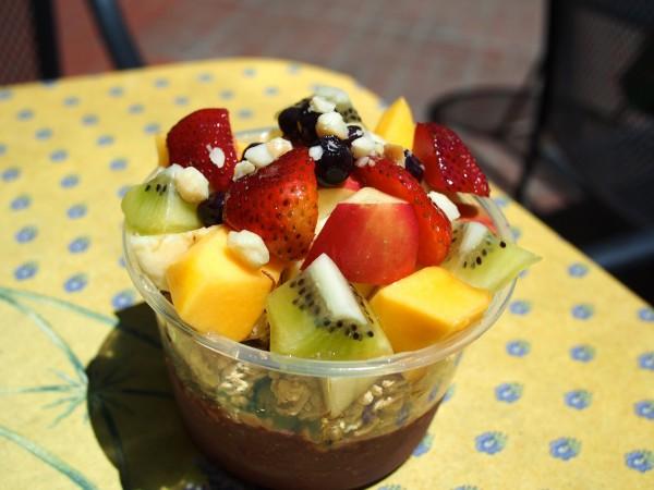 定番のバナナとストロベリー、ブルーベリーに加え、リンゴやパパイヤも!LE JARDIN(ル・ジャルダン)のアサイーボウルにはフルーツが盛りだくさん