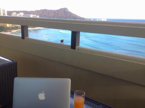 ハワイでも働いてましたが、こんな場所で仕事ができたので幸せでした(笑)