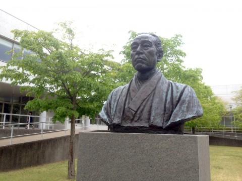 SFCキャンパスの中心にある福澤諭吉像